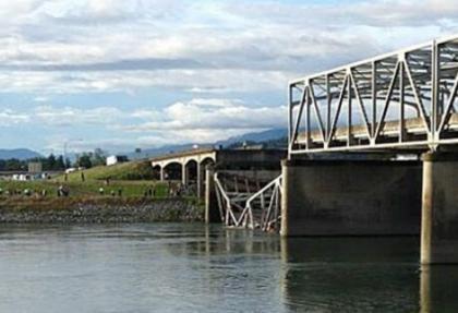 ABD'de köprü çöktü