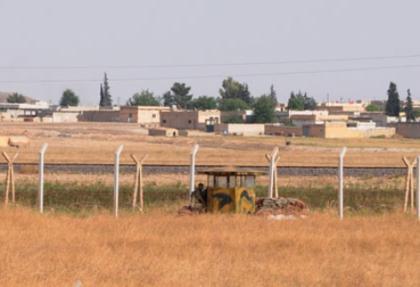 Cilvegöz gümrüğü ile Suriye arasına dikenli tel