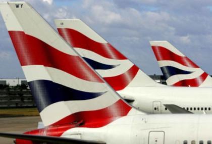 Motoru yanan uçağın inişi için havaalanı kapatıldı