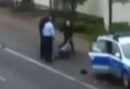 Almanya'da polis şiddeti