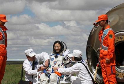 Çinli astronotlar Dünya'ya döndü