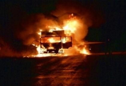 Erzincan'da park halindeki 4 kamyon ve 1 iş makinesi yakıldı