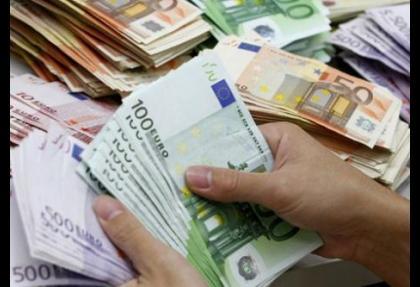 Euro savaşmadan pes etmeyecek