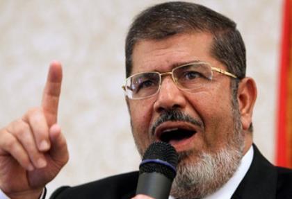 Mursi diyaloga El-Baradey ise Mursi'yi istifaya çağırıyor