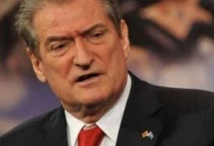 Seçimi kaybedince parti liderliğini bıraktı