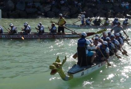 Van Gölü'ünde Dragon yarışı!