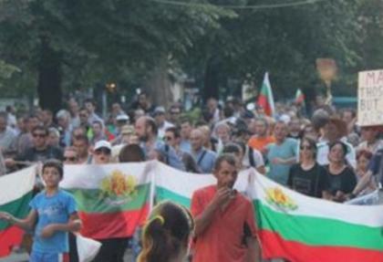 Bulgaristan'da 20 kişi Meclis'i kuşattı