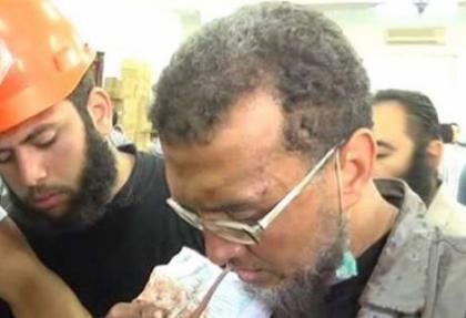 Camiyi sahra hastanesine çevirdiler