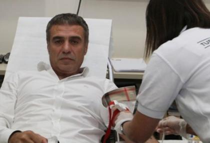 Ersun Yanal kan bağışı kampanyasında!