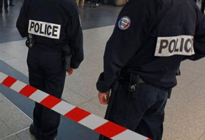 Fransa'da polise taş atan göstericiye 10 ay hapis cezası