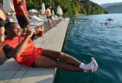 Galatasaraylı futbolcuların göl keyfi