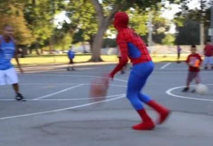 Örümcek Adam'dan basket şov