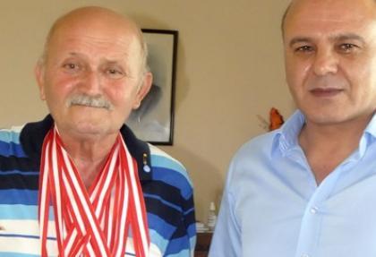 Veteran atlet Mersin'e 7 madalyayla döndü