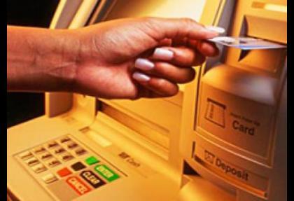 Banka, bir eliyle verdiğini diğer eliyle aldı