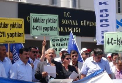 Çalışma Bakanlığı önünde 'siyah' çelenkli protesto