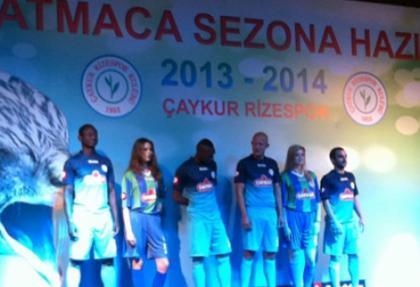 Çaykur Rizespor yeni formalarını tanıttı