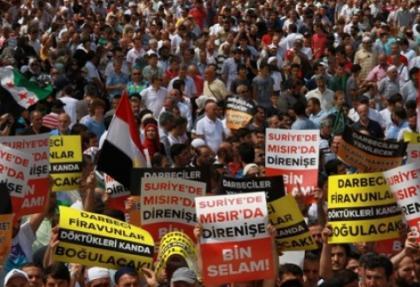 Fatih Camii'nde Mısır protestosu