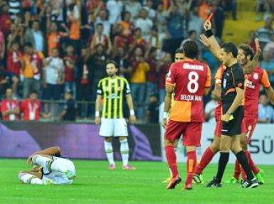 Fenerbahçe'nin Bruno Alves'i kıpkırmızı!