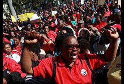 Güney Afrika'da grevler yayılıyor