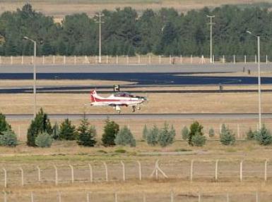 Hürkuş yerli uçağımız, gururla gökyüzünde süzüldü
