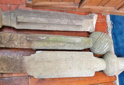 İngiliz'den satılık Osmanlı mezar taşı