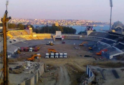 İnönü Stadı'nda yıkım çalışmaları sürüyor