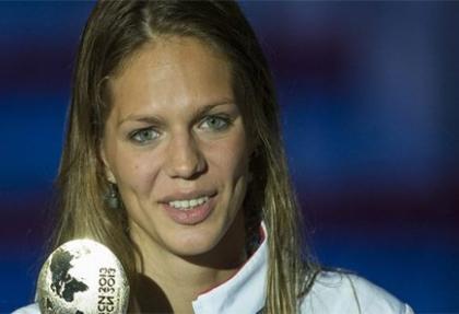 Rekor yüzücü Yefimova'nın bonesi çalındı