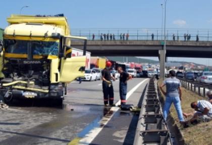 TEM Otoyolu'nda kaza: 2 yaralı