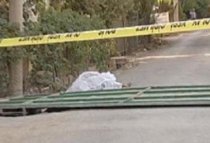Üzerine kapı devrilen 3 yaşındaki çocuk öldü