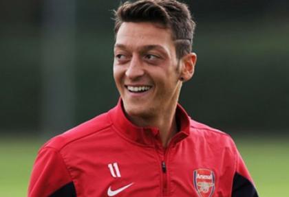 Arsenal'in yeni Bergkamp'ı Özil olacak