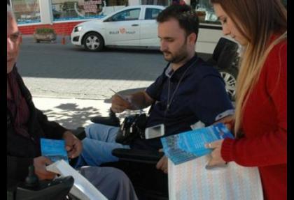 Sokakta 200 bin lira dağıttılar