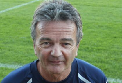 60 yaşında futbol sahalarına geri döndü