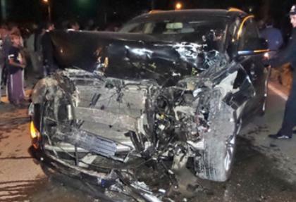 Ciple çarpışan ticari taksinin şoförü yaralandı