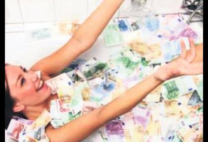 Para dolu küvetle vergiye takıldı