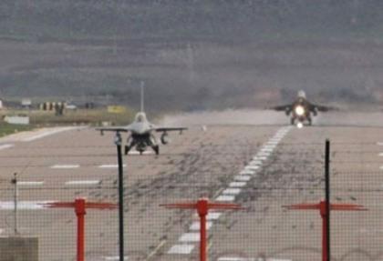 Sınırda Suriye uçaklarına yakın takip