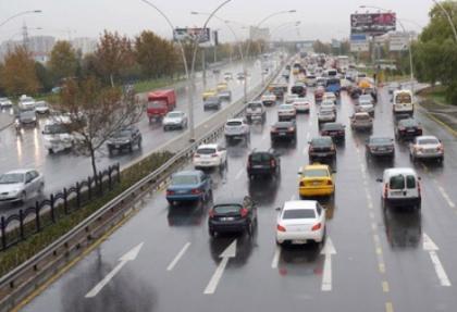 Yağmur yağdı, trafik felç!