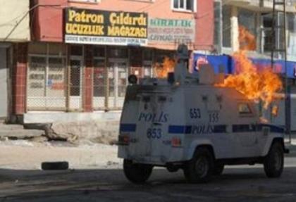 Yüksekova'da polislere silahlı ve bombalı saldırı