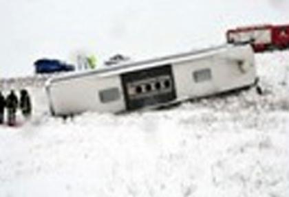 Aksaray'da yolcu otobüsü devrildi: 43 yaralı