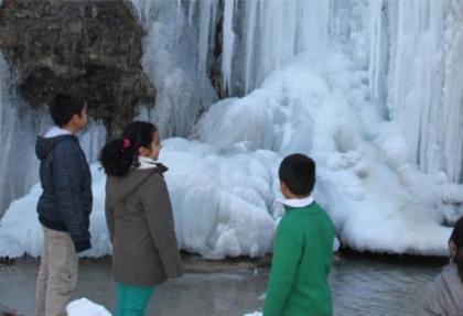 Erzincan'da Girlevik Şelalesi dondu