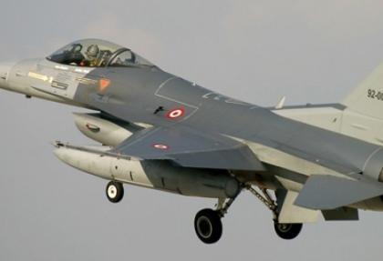 F-16'lar Suriye sınırına havalandı