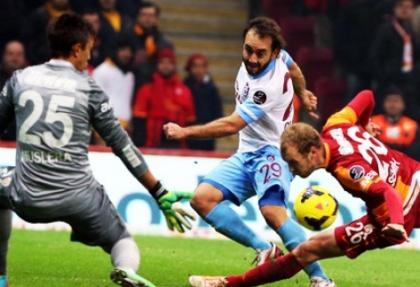 Galatasaray yıldız futbolcuyla sözleşme yeniliyor