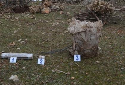 Hakkari'de menfez ve araziye döşenmiş patlayıcılar imha edildi