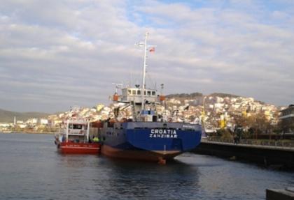 Karaya oturan gemiyi kurtarma çalışması sürüyor