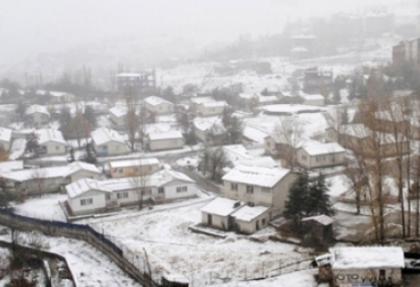 Van ve Hakkari'de ulaşıma kar engeli