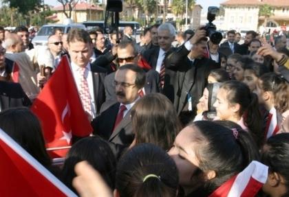 Adana'da olaylı tören, Vali Coş yine protesto edildi
