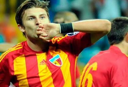 Süper Lig'de bir futbolcunun daha ayağı kırıldı