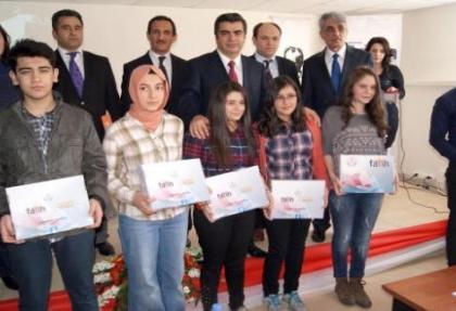 Kayseri'de 448 öğretmen ve 202 öğrenciye tablet dağıtıldı