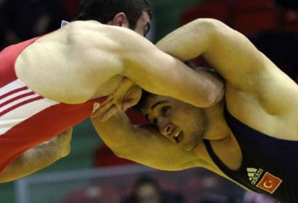 Milli güreşçiler, 1 altın ve 2 bronz madalya için mindere çıkacak