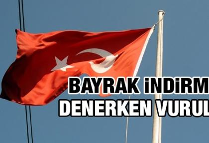 Türk bayrağını indirmeye çalışan kişi vuruldu