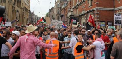 Amsterdam'da binlerce kişi İsrail'i kınadı